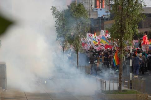 La protesta se tornó amarga cuando se empezó a tirar bombas lacrimógenas