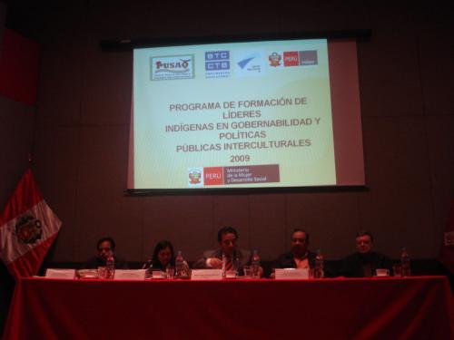 Representantes de las organizaciones campesinas e indígenas y de las instituciones ejecutoras, en la presentación nacional del programa en el auditorio del MIMDES